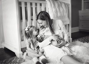 Longview-Newborn-Portrait-Photographer-Photo_7960_BW
